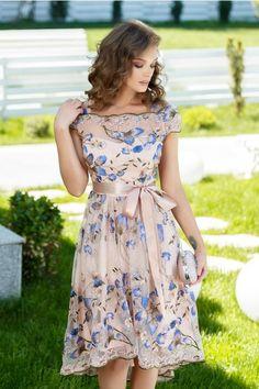 posts of Feminine Feelings to have fun with Simple Dresses, Elegant Dresses, Pretty Dresses, Beautiful Dresses, Casual Dresses, Short Dresses, Fashion Dresses, Girls Dresses, Indian Gowns Dresses