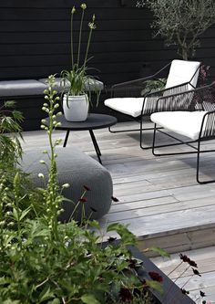 Ive spent a lot of time on our terrace lately and I realized thats been a wh {Balkon und Terrasse / pretty balcony} Outdoor Areas, Outdoor Rooms, Outdoor Living, Outdoor Furniture Sets, Outdoor Decor, Modern Garden Furniture, Terrace Garden, Garden Chairs, Terrace Decor