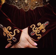 Gold Embroidery, Embroidery Patterns, Fantasy Costumes, Fantasy Dress, Gold Work, Couture Dresses, Beads, Detail, Outfit