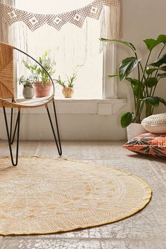 Plum & Bow Florisse PrintedRound Rug - Urban Outfitters