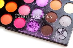 First, let me notice about source of this article How to repair damaged eyeshadow .  Lets try on this broken eyeshadow palette which has 2 damaged shadows.