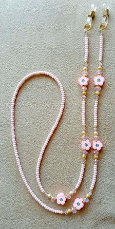 Pretty in Pink Flowers Beaded Eyeglass Chain with Swarovski.- Pretty in Pink Flowers Beaded Eyeglass Chain with Swarovski Rose Element Crystals - Kids Jewelry, Resin Jewelry, Jewelry Crafts, Beaded Jewelry, Jewelry Making, Beaded Bracelets, Crystal Jewelry, Pretty In Pink, Beaded Flowers