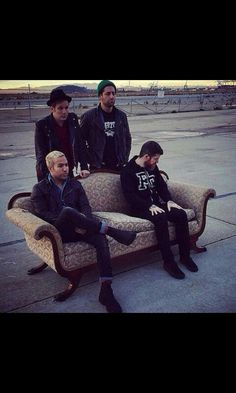 "Everyone's like ""ah yes photoshoot"" and Andy's like ""where the f*** did this couch come from."">> Repins for that comment"