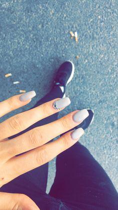 Gel nails // glitter // diamonds // gray // matte 😍