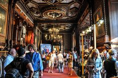Stammdesign at designdays in Castle Grafenegg near Vienna.#castle #royal #interior #expo #fair #trade #austria #vienna #wien #österreich #schloss Times Square, Design, Tree Trunk Table
