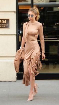 Bella Gigi Hadid, Gigi Hadid Style, Gigi Hadid Nude, Gigi Hadid Images, Gigi Hadid Outfits, Modelos Fashion, Model Street Style, Neutral Outfit, Fashion Stylist