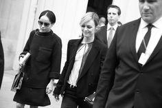 Zoe Kravitz et Vanessa Paradis à la sortie du défilé Chanel http://www.vogue.fr/mode/inspirations/diaporama/les-coulisses-de-la-fashion-week-printemps-ete-2014-a-paris-jour-8/15533/image/867214#!11h30-zoe-kravitz-et-vanessa-paradis-a-la-sortie-du-defile-chanel