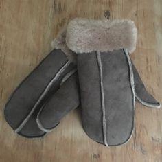 Dorset sheepskin cosy mittens ❤️️