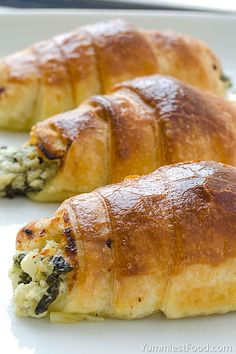 Cheesy Spinach Crescents - puff pastry, so delicious and soft! Cheesy Spinach Crescents, you need only 20 minutes for them, so you must give it a try! Spinach Recipes, Veggie Recipes, Vegetarian Recipes, Cooking Recipes, Chef Recipes, Breakfast And Brunch, Breakfast Recipes, Crescent Roll Recipes, Crescent Rolls