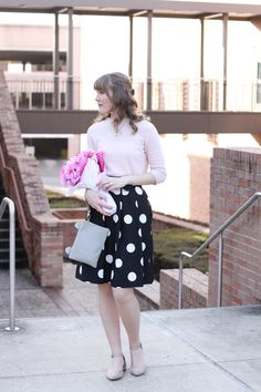Just gorgeous. LOVE the pink sweater with the midi pleated polka dot skirt and nude flats.