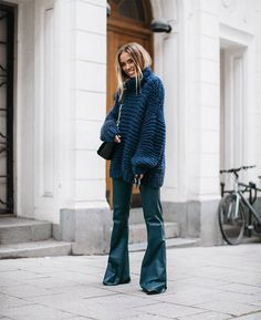 November is not exactly the most exciting time of the year to dress up, but we're doing our best. Looking stylish and keeping ourselves warm is definitely a challenge. Good thing fashion bloggers...