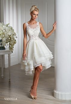 Collection 2016 Emmi Mariage Exclusive. Short wedding dress.