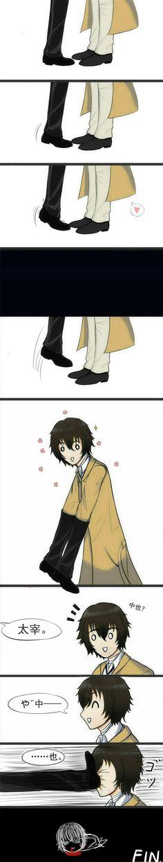 Pffft.. Dazai is making an effort to demonstrate Chuuya's shortness.