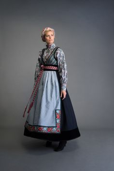 Bunad, oslobunad, festdrakt til dame, mann og barn – Eva Lie Design Norwegian Clothing, Frozen Costume, Scandinavian Fashion, Europe Fashion, Folk Fashion, Period Outfit, Fantasy Dress, Cool Costumes, Costume Ideas