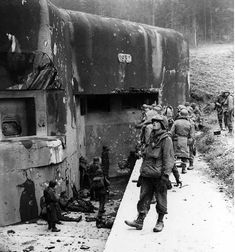 American soldiers inspecting the Maginot Line, early 1945. #HBH History Memes, World History, World War Ii, History Online, History Major, Ww2 History, Military Photos, Military History, Bunker