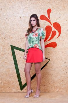 Blusa Tropical Detalhe Ombro VBL 146 / Shorts Saia Prega Frente VSH 188 #mundoErreErre #lookbook #verao2015 www.erreerre.com.br