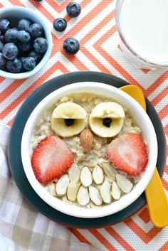 Owls Oatmeal Owls (a fun kids' animal-shaped breakfast) that will guaranteed to put a smile on your kid's face!Oatmeal Owls (a fun kids' animal-shaped breakfast) that will guaranteed to put a smile on your kid's face! Breakfast For Kids, Best Breakfast, Breakfast Recipes, Vegan Breakfast, Breakfast Ideas, Cute Food, Good Food, Yummy Food, Food Art For Kids