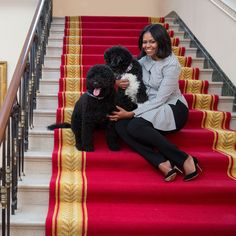 Michelle Obama, many had their say on her elegance/platforms on countless articles and magazine covers. Today, I salute former First Lady Michelle Obama. Michelle Und Barack Obama, Michelle Obama Fashion, Barack Obama Family, Bo Obama, Beautiful Family, Black Is Beautiful, Beautiful People, Nice People, Beautiful Person
