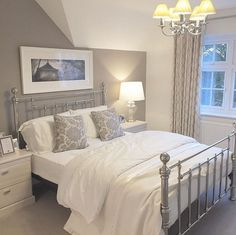 classic home decor 84 Cozy And Easy Classic Bedroom Decor Ideas That You Can Try ASAP Classic Bedroom Decor, Classic Home Decor, Home Decor Bedroom, Modern Bedroom, Bedroom Curtains, Bedroom Furniture, Contemporary Bedroom, Casa Disney, Master Bedroom Makeover