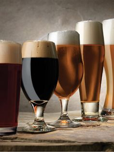 beer mugs: different shapes, sizes, colors.just like beer. Beer Brewing, Home Brewing, Craft Beer Glasses, Beer Glassware, Beer Humor, Beer Funny, Funny Ads, Beer Quotes, Beer Pictures
