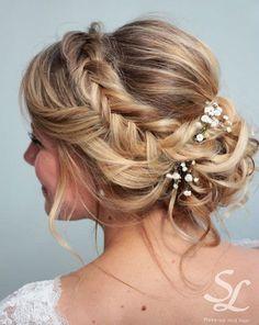 Romantische Flechtfrisuren Zur Hochzeit Haarschmuck Mit Bluten