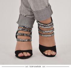 Sandália de tiras com aplicação de pedrarias. #moda #calçados #sandália #vicenza #brilho #pedrarias #shoes #sotd #ecommerce #lojaonline #lnl #looknowlook