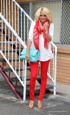 Ok- I would only EVER wear red if it was with teal. This is adorbes. <3