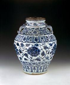 Wine Jar, Yuan Dynasty (1271-1368), China.  Photo: The British Museum.