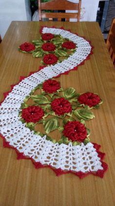 Discover thousands of images about 🔥comente ➡ ( SIM ) se você quer aprender a fazer CROCHÊ ○ 📲 Siga Nosso Perfil ↪ ↩ ○ ○ ———————————————————————— PARA VOC - Salvabrani Crochet Mandala, Crochet Flower Patterns, Doily Patterns, Crochet Motif, Crochet Doilies, Crochet Flowers, Crochet Stitches, Crochet Table Runner Pattern, Crochet Tablecloth