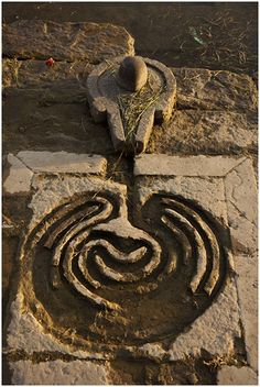 A water-fed labyrinth by a spring. A water-fed labyrinth by a spring. Shiva Linga, Shiva Shakti, Ancient Mysteries, Ancient Artifacts, Land Art, Narmada River, Labyrinth Maze, Crop Circles, Lord Shiva