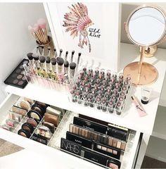 Cool Makeup Storage Ideas That Will Save Your Time - jihanshanum Makeup Bar, Makeup Desk, Makeup Rooms, Diy Makeup, Makeup Drawer, Wrinkle Cream For Men, Make Up Storage, Storage Ideas, Rangement Makeup