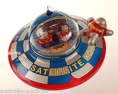 SPACE SHIP TIN TOY RETRO & ASTRONAUT SPACESHIP  MYSTERY ACTION COLLECTABLE