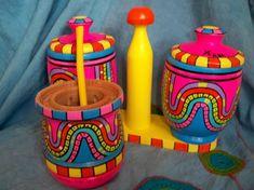 Equipo de mate * Carnaval toda la vida * Feria Central Clay Flower Pots, Painted Flower Pots, Painted Pots, Bottle Painting, Bottle Art, Decoupage Art, Art N Craft, Clay Dolls, Mexican Folk Art