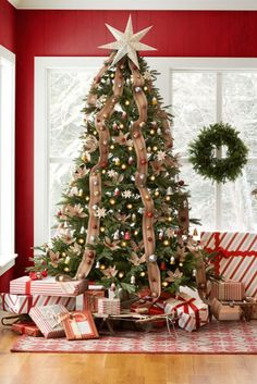 62+Stunning+New+Ways+to+Decorate+Your+Christmas+Tree  - CountryLiving.com love the star