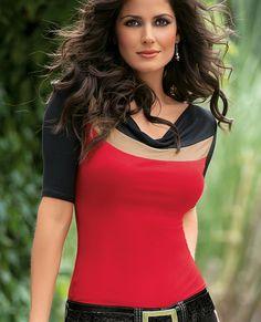 Blusa Tania 9115 Confeccionada en viscosa, cuello drapeado, diseño asimétrico, manga 3/4, en combinación de colores. CH,MED,GDE,XG Precio $ 289.00 no incluye envio