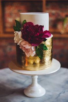 Beautiful wedding cakes @itsaboutdangtime for more ideas✨ #weddingcake