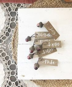 Ready to find some simple tablescape ideas to use for your fall entertaining?  Check this post out!
