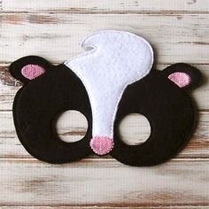 This is a super cute felt kids mask. These are great for Halloween, costume parties, everyday dress up and they make wonderful party favors as well.