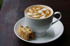 """Os apaixonados por café e cappucino não podem perder o """"Thursday Night Throwdown (TNT) – Campeonato de Latte Art"""", que premia os melhores baristas da capital federal. O evento acontece nesta quinta-feira, dia 30, a partir das 21h, no Objeto Encontrado"""