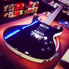 Danelectro Hodad Bass • SOLD! Bye bye  #danelectro #hodad #danelectrobass #fatmike #bassguitar #bassline