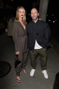 Rosie Whiteley, Rosie Huntington Whiteley, Jason Statham And Rosie, Male Models Poses, Stylish Couple, Model Street Style, Fashion Couple, How To Look Classy, Daily Fashion