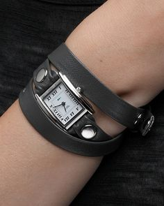 I really like this watch, but I would be worried that I would try to straighten out the band all the time.