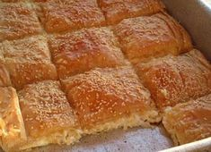 Τυρόπιτα με μπεσαμελ Pastry Recipes, Cookbook Recipes, Cooking Recipes, A Food, Good Food, Food And Drink, Yummy Food, Brunch Recipes, Healthy Dinner Recipes