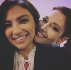 Floriana is sitting in Chyler's lap for the picture. They're so soft Alex And Maggie, Maggie Sawyer, Emily Arrow, Floriana Lima, Alex Danvers, Chyler Leigh, Tv Couples, Lost Girl, Key To My Heart