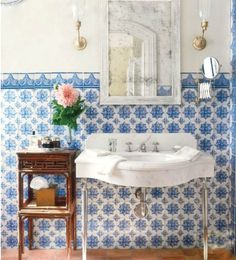 Wind-dyed House / acaa In a Michael Smith bathroom, blue- and-white tiles are a richer version of wainscoting. Scandinavian Home Design in S. Home Interior, Bathroom Interior, Interior Design, Design Bathroom, Wainscoting Bathroom, Design Room, Tile Design, Interior Ideas, Modern Interior