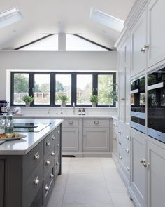 Grey kitchen ideas brings an excellent breakthrough idea in designing our kitchen. Grey kitchen color will make our kitchen look expensive and luxury. Modern Country Kitchens, Grey Kitchens, Home Kitchens, Kitchens With Islands, Remodeled Kitchens, Bespoke Kitchens, Home Decor Kitchen, Kitchen Living, New Kitchen