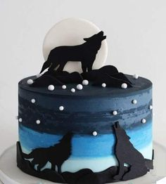 10 Most Beautiful looking Coyote Cake Design that you can make or get it made on the coming birthday. Gorgeous Cakes, Amazing Cakes, Wolf Cake, Peter Pan Cakes, Aladdin Cake, Creative Cakes, Creative Food, Cute Baking, Cool Cake Designs