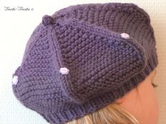 comment tricoter un beret Knit Beanie Pattern, Knitted Hats, Crochet Hats, Bonnet Crochet, Wrist Warmers, Embroidery Fashion, Couture, Crochet Patterns, Sewing