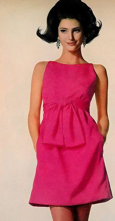 Benedetta Barzini is wearing a short fuschia crepe dress sashed high by Gino Charles, photo by Penn, Vogue, Moda Vintage, Vintage Chic, Moda Retro, Vintage Vogue, Vintage Beauty, Vintage Pink, Sixties Fashion, 60 Fashion, Fashion History