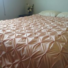 DIY Pintuck queen sized bedspread and duvet cover. See this super easy and cheap do-it-yourself tutorial!!!!
